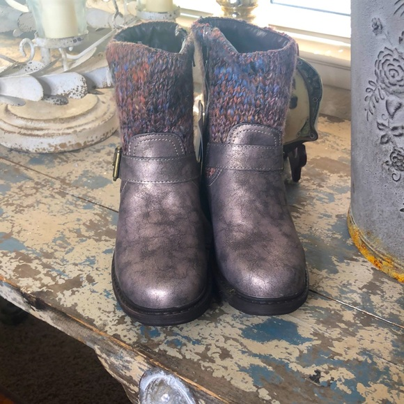 Muk Luks water resistant shimmery mauve boots NWT